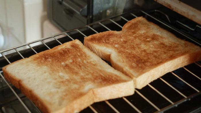 グリルで焼けたパン