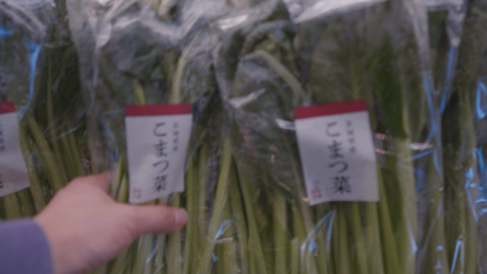 店頭に並ぶ小松菜