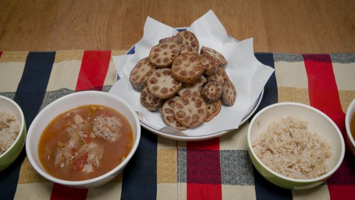 れんこんの肉詰めとスープと玄米