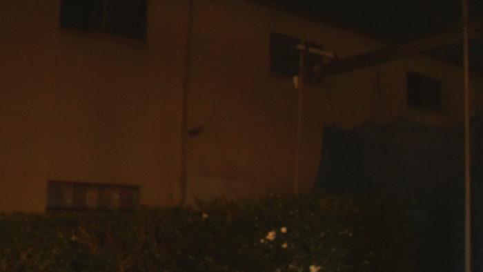 夜の家の外