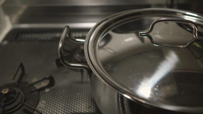 鍋を火にかける